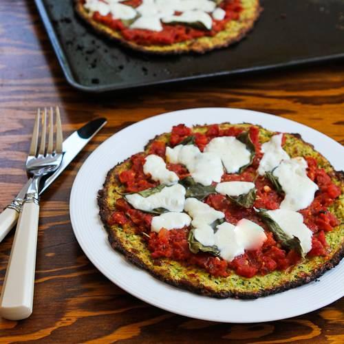 1-Zucch-crust-pizza-margherita-500x500-kalynskitchen